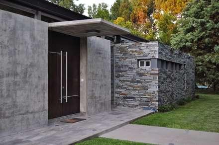 PROYECTO LANFRANCO: Casas de estilo clásico por Baltera Arquitectura