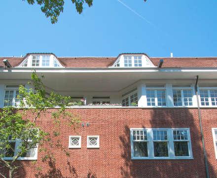Gerestaureerde voorgevel: moderne Keuken door Hoope Plevier Architekten BNA