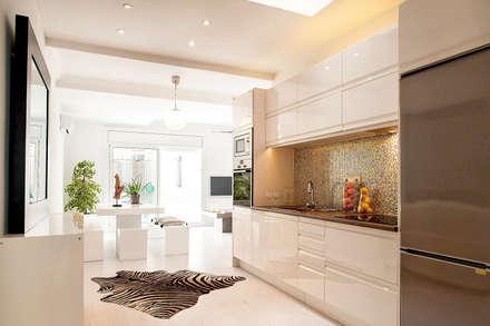 Concepto abierto y luminoso: cocina comedor salón: Cocinas de estilo minimalista de Markham Stagers