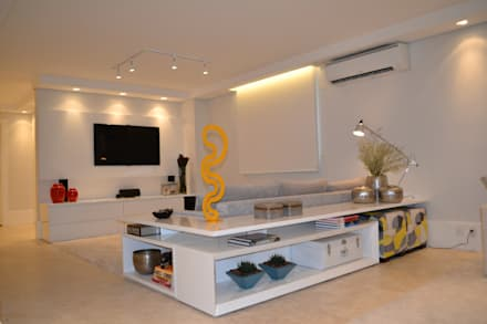 minimalistic Media room by Helô Marques Associados