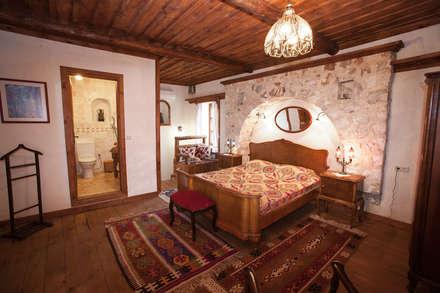 Hoyran Wedre Country Houses – Balayı Evi: akdeniz tarzı tarz Yatak Odası