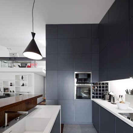 Apartamento na Lapa: Cozinhas modernas por RRJ Arquitectos