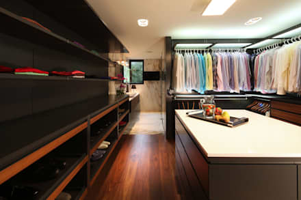 minimalistic Dressing room by grupoarquitectura