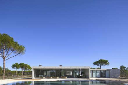 Casa na Comporta: Habitações  por RRJ Arquitectos