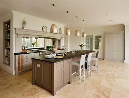 Ashurst House | Classic Contemporary Orangery Kitchen: classic Kitchen by Humphrey Munson