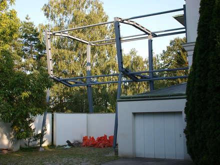 Ein gutes Stahlbauunternehmen (Stahlbau Jordanits) stellt das in zwei Tagen auf: minimalistisches Spa von atelier martin c. hess