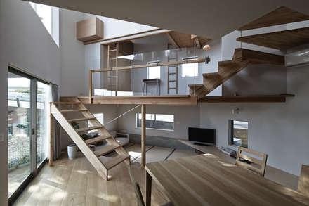 ダイニング越しに畳みリビング方向を見る : 宮武淳夫建築+アルファ設計が手掛けた子供部屋です。