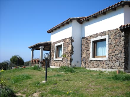 Casa nuova realizzazione: Case in stile in stile Rustico di SOGEDI costruzioni