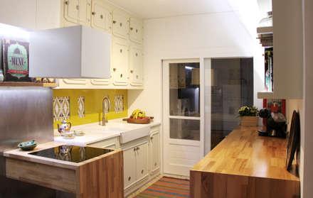 Remodelação de cozinha com recuperação de mobiliário existente. : Cozinhas ecléticas por Oficina Preconceito