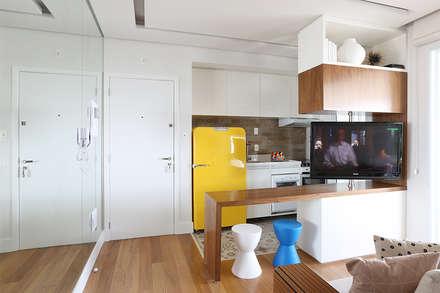 ห้องครัว by Duda Senna Arquitetura e Decoração