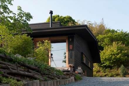 玄関アプローチ: 宇佐美建築設計室が手掛けた家です。