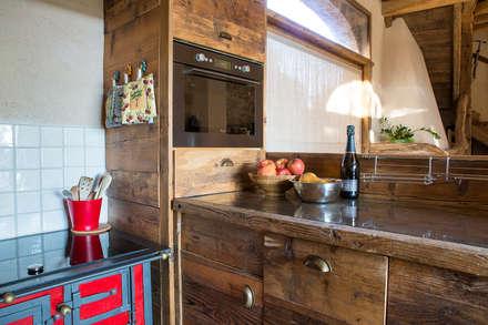 RECUPERO RUDERE CAMPESTRE: Cucina in stile in stile Rustico di RI-NOVO