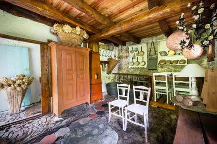 Mondomathis Maison Brocante: Cantina in stile in stile Eclettico di PaoloNet di Paolo Brignone