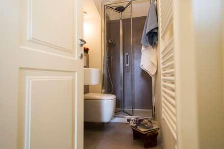 Ciompi Small House: Bagno in stile in stile classico di Patrizia Massetti