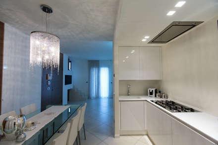 Casa G-F: Cucina in stile in stile Minimalista di QUADRASTUDIO