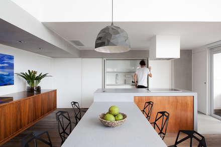 01: Cozinhas minimalistas por Meireles Pavan arquitetura