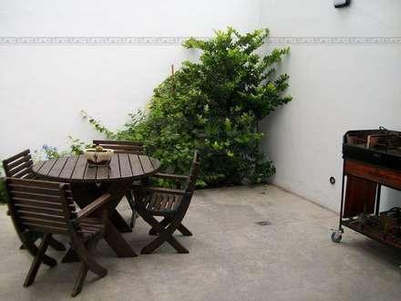 San Lorenzo y Alsina: Jardines de estilo moderno por Uno Propiedades
