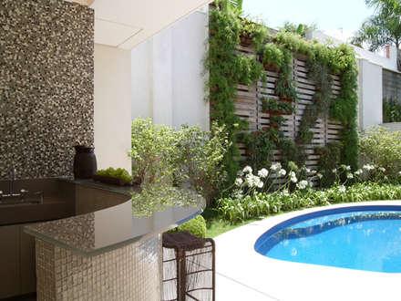 Residência Sorocaba: Jardins modernos por Denise Barretto Arquitetura