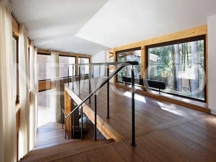 ระเบียงและโถงทางเดิน by NEWOOD - Современные деревянные дома