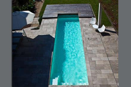 Freibad ONE: minimalistischer Pool von [spafabrik] GmbH  POOL&WELLNESS