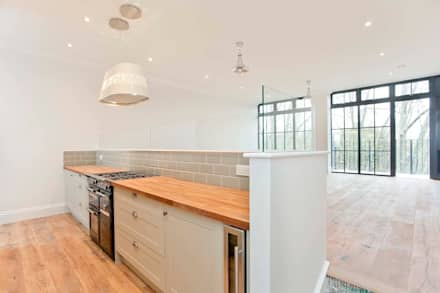Abney News N16 - Appartment: classic Kitchen by ESB Flooring