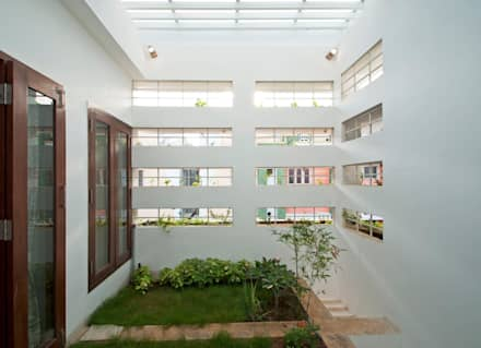 mr sajeev kumar s residence at girugambakkam, near m.i.o.t hospital, chennai ,tamilnadu: modern Garden by Muraliarchitects