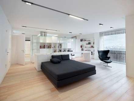 edificio unifamiliare  PF: Camera da letto in stile in stile Minimalista di Burnazzi  Feltrin  Architects