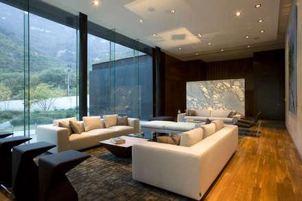 Casa BC: Salas de estilo moderno por GLR Arquitectos