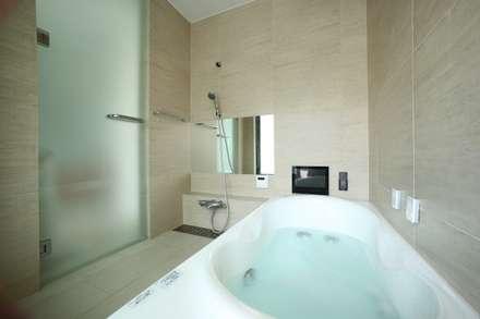 くつろぎのバスルーム: TERAJIMA ARCHITECTSが手掛けた浴室です。