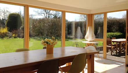 New glazed garden dining room: modern Dining room by Hetreed Ross Architects