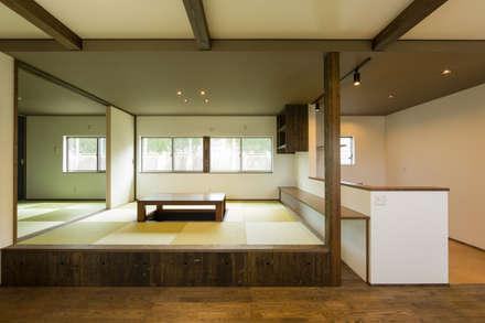 ダイニングを兼ねた和室: 株式会社かんくう建築デザインが手掛けたダイニングです。