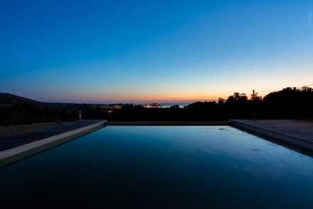 Maison en corse: Jardin de style de style Méditerranéen par Meero