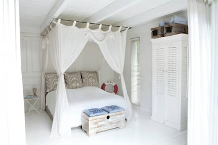 mediterranean Bedroom by raphaeldesign