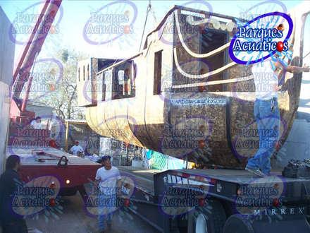 BARCO PIRATA ACUATICO: Piscinas de estilo industrial de PARQUES ACUATICOS