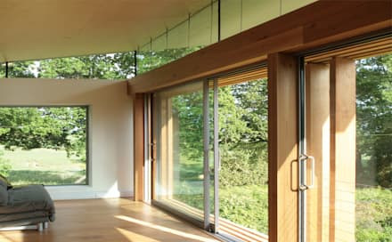 Beam Cottage:  Windows  by Re-Format LLP