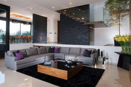 Casa GM: Salas de estilo moderno por GLR Arquitectos