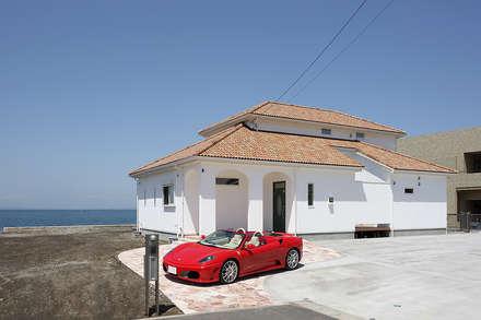 プロバンス風住宅: 有限会社タクト設計事務所が手掛けた家です。