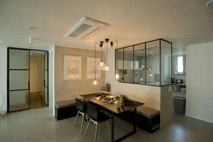아파트속 모던 갤러리를 꿈꾼다: (주)바오미다의  다이닝 룸