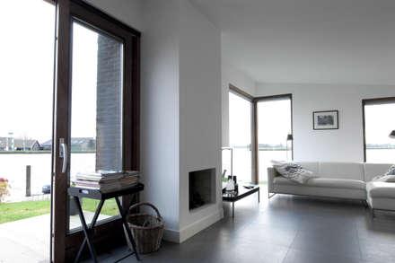 De woonkamer: minimalistische Woonkamer door Vos | Hoffer | vdHaar architecten