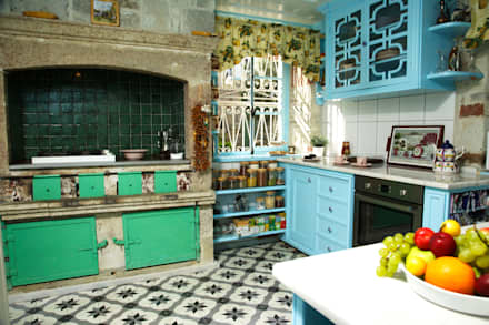 Cocinas de estilo mediterráneo por LOLA 38 Hotel