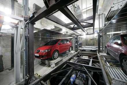 Bárbara de Braganza 8, Madrid. Rehabilitación de edificio para 9 viviendas y garaje robotizado: Garajes de estilo industrial de AURIANOVA ARQUITECTOS