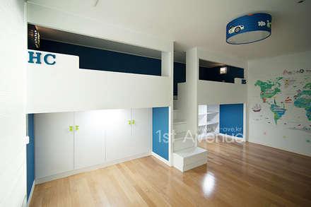 Habitaciones infantiles de estilo  por 퍼스트애비뉴