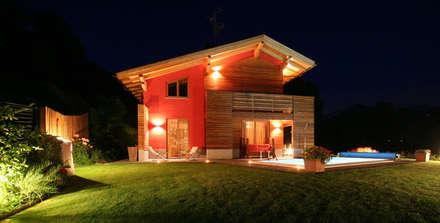 Villa in legno a Quart (AO): Case in stile in stile Moderno di Eddy Cretaz Architetttura