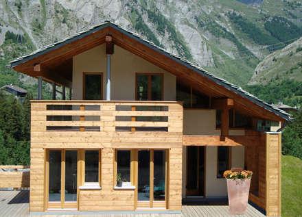 Villa in legno a La Thuile (AO): Case in stile in stile Moderno di Eddy Cretaz Architetttura