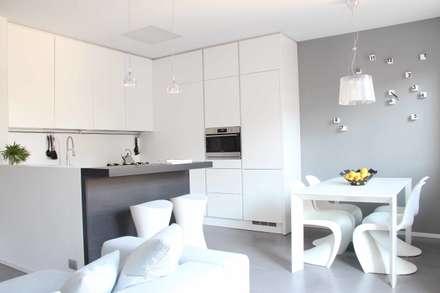 zona giorno: Cucina in stile in stile Minimalista di Elisa Rizzi architetto