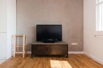 zona tv - sala estar: Salas multimedia de estilo moderno de LF24 Arquitectura Interiorismo
