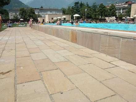 Terme di Merano - Bolzano: Spazi commerciali in stile  di STILE SAS