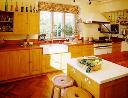 Barton Manor oak kitchen designed and made by Tim Wood: colonial Kitchen by Tim Wood Limited