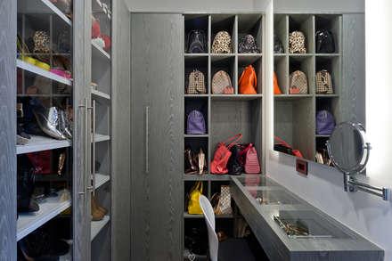 Closets de estilo moderno por HO arquitectura de interiores