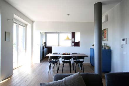EX LABORATORIO: Sala da pranzo in stile in stile Moderno di ARCHITETTO FRANCA DE GIULI